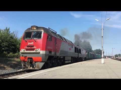2ТЭ25КМ-0004 с грузовым поездом на станции Узловая-l