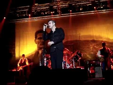 Morrissey - Let Me Kiss You(Athens,Greece 25-11-2006)