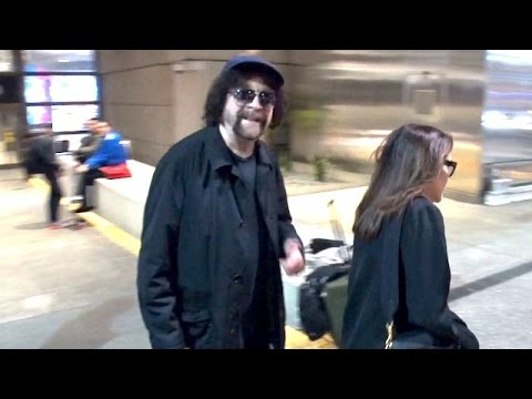 Legendary Rocker Jeff Lynne Keeps It Cool At LAX