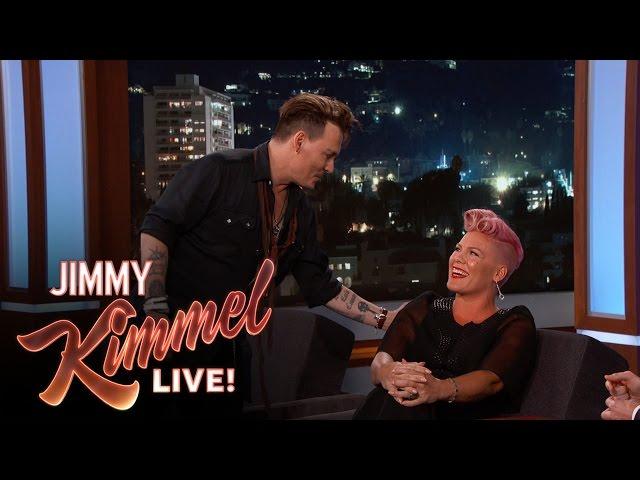 Johnny Depp sorprende a P!nk en vivo (Inglés)