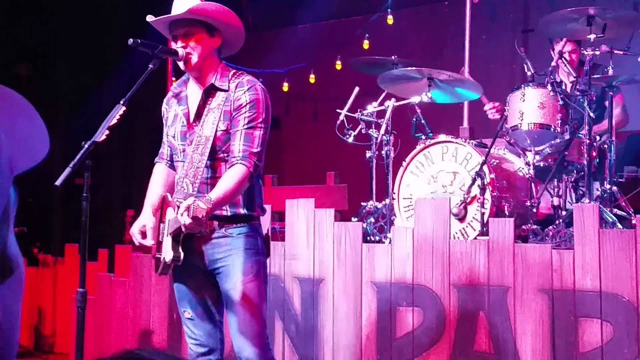 March 26, 2016 Jon Pardi singing You shook me all night long  AC/DC and  Write you a song