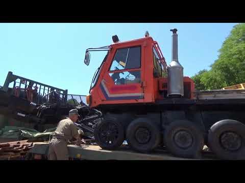 雪上車両(圧雪車)  #2 いよいよ降ろす作業へ クローラー履かせる位置へ引っ張る  重機整備士桂田興業 2020