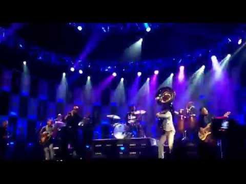 Pitbull at Jimmy Fallon 6-19 at universal Studios- Timber