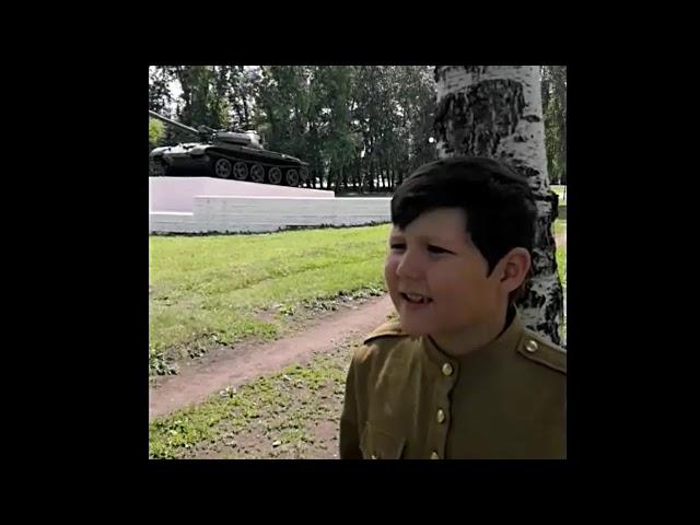 Изображение предпросмотра прочтения – АланМуфтиев читает произведение «Рассказ танкиста» А.Т.Твардовского