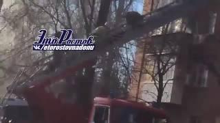 Спасение женщины из огня в микрорайоне Александровке в Ростове