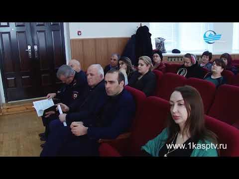 Почему течет зеленая вода из крана в нескольких многоквартирных домах Каспийска?