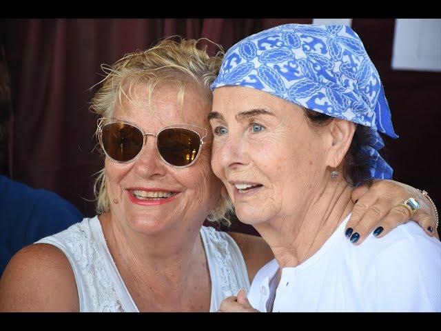 Fatma Girik, 94 yaşındaki annesiyle sandık başında