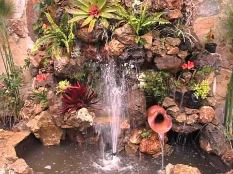 Cascadas fuentes muros llorones espejos en agua jardineria for Cascadas para patios