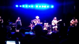 """Oklahoma Hills"" by Arlo Guthrie & the Guthrie Family Reunion"