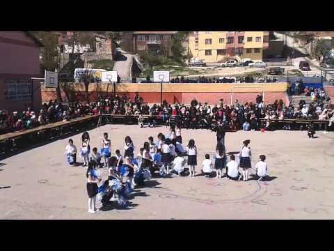 Atlıoğlu İlkokulu 3-C Sınıfı 23 Nisan Gösterisi Tuttu Fırlattı Kalbimi
