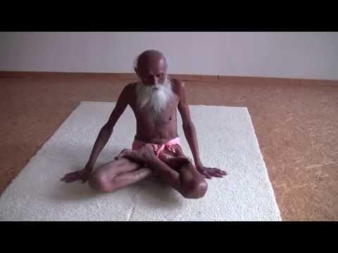 101 year old Yogi Swami Yogananda shows his physical strength ....