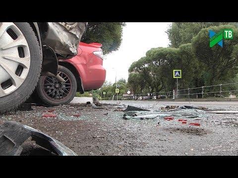 Неудачный манёвр: ДТП на Толмачёва пострадали 13 автомобилей