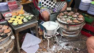 VIETNAM: street food - banh khot