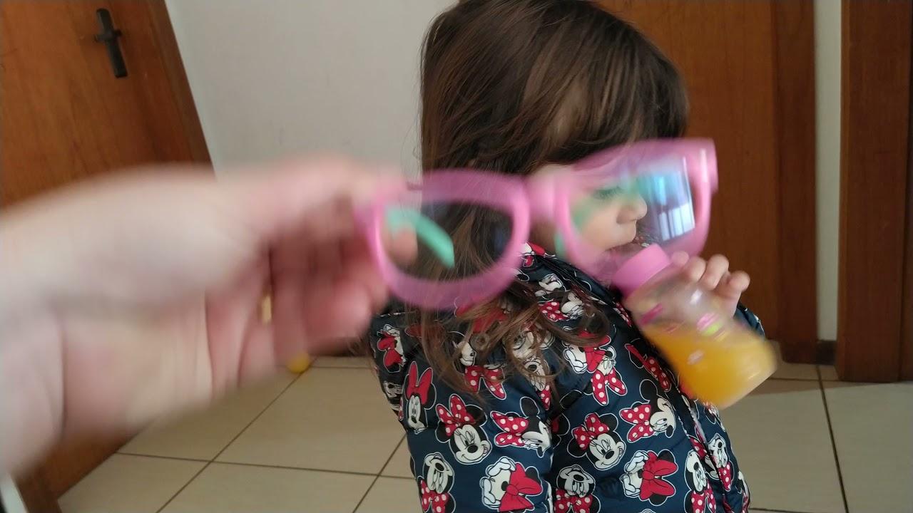 Estela e seus novos óculos