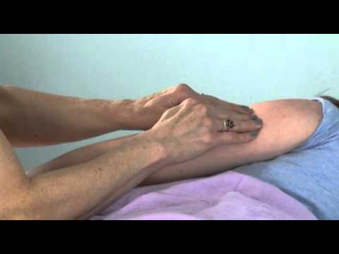 elaine-stillerman-demonstrates-treating-carpal-tunnel-syndrome-during-pregnancy-and-post-partum