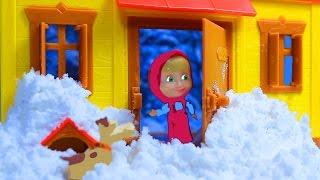 Маша и Медведь. Мультфильм для детей. Маша спасает Мишкин дом от снежного заноса