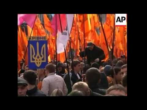 Protest as Premier Yanukovych initiates talks with Pres Yushchenko
