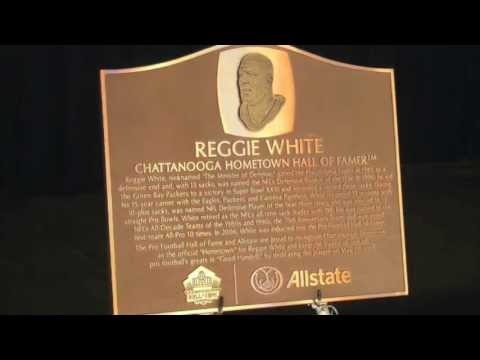 NFL great Reggie White honored by Football Hall of Fame