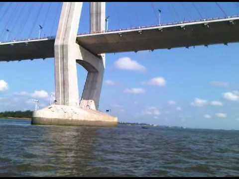 Chân cầu Cần Thơ đoạn giữa sông