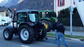 """I Grezz 2014 """"Bellinzona città fantasma"""" Corteo Naregna Biasca, composizione trattore + carri."""