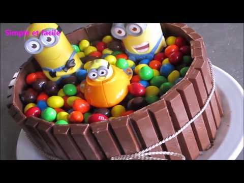 comment-réaliser-un-gâteau-d-anniversaire-kitkat-&-m&m's