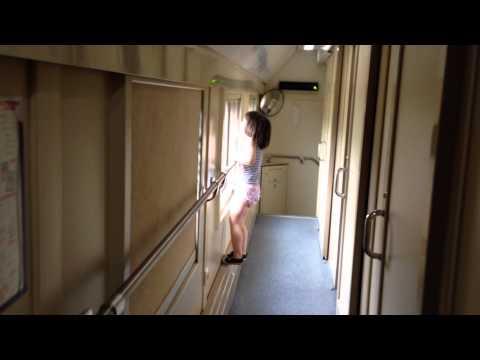Нина в двухэтажном поезде Москва-Сочи
