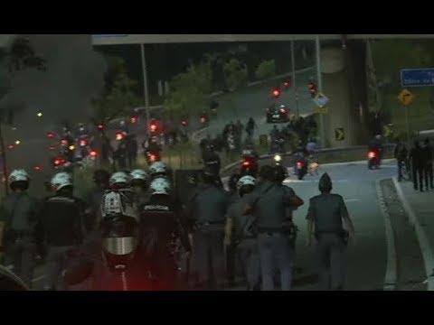 Bombas de gás são lançadas em manifestação na Marginal Pinheiros (SP)