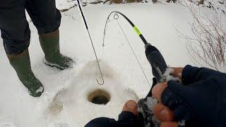 Щуки НЕ ЛЕЗУТ В ЛУНКИ и режут КРИВЫЕ РУКИ 2 Зимняя рыбалка на Иртыше 2020 в Снасти Здрасьте