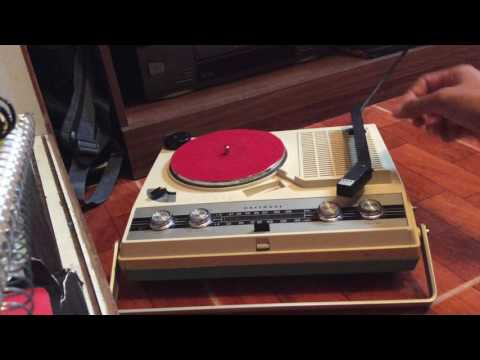 Vintage NATIONAL Portable Radio Record Player