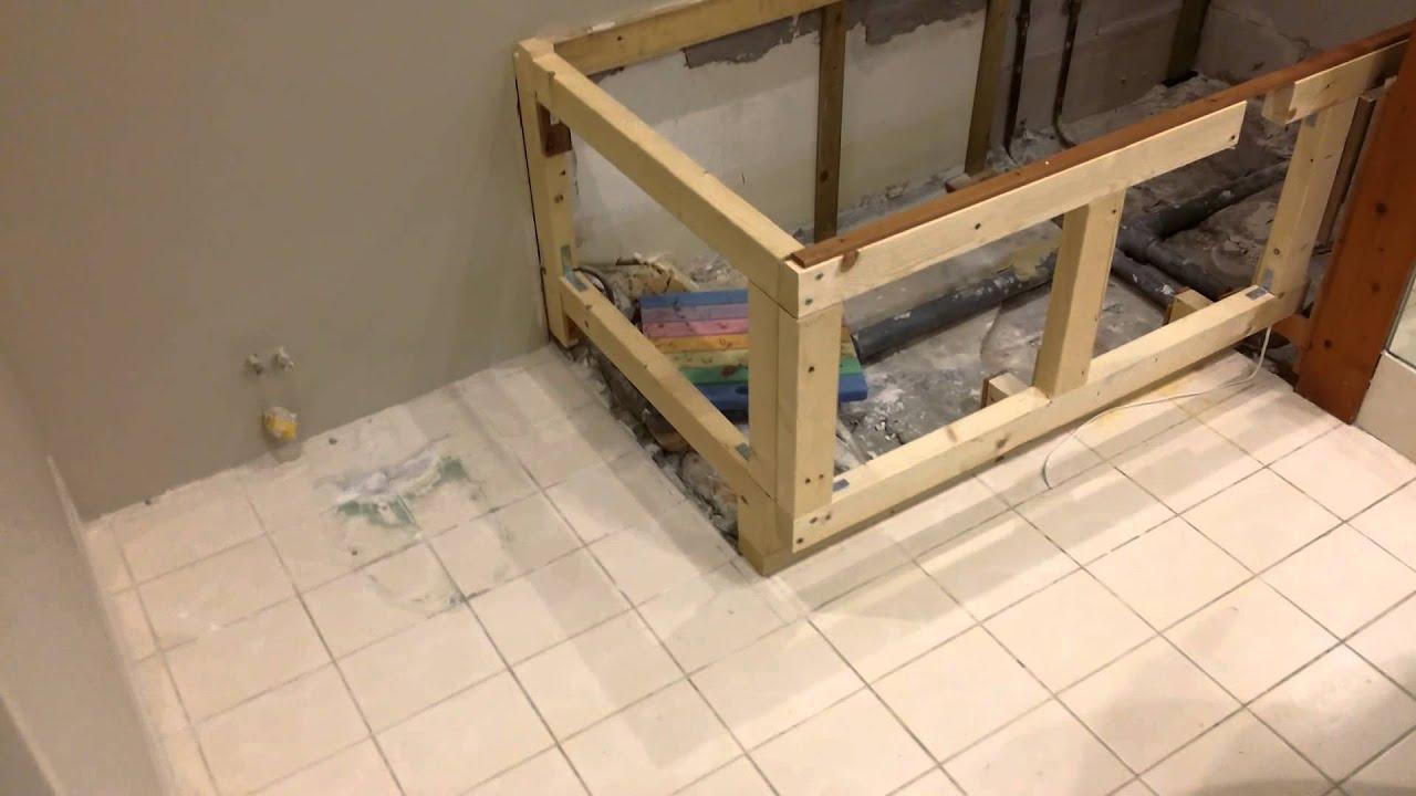 Kleine badkamer verbouwing - YouTube