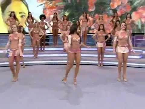 Bailarinas do Faustão improvisam no palco do Domingão
