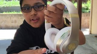 Beats Studio Wireless Vs Beats Solo 2(Don't forget to like and subscribe., 2016-05-13T20:35:24.000Z)
