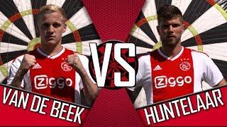 'Heb je een opticien hier?' | AJAX FOOTDARTS #1 | Donny van de Beek vs. Klaas Jan Huntelaar