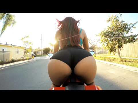 HOT : Tverka dok vozi motor (VIDEO)