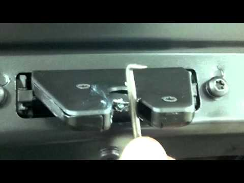 Bmw 3 Series Trunk Latch Problem Youtube