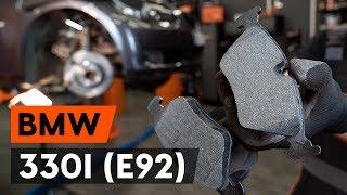 Как да сменим предни спирачни накладки / накладки наBMW 330i 3 (E92) [ИНСТРУКЦИЯ AUTODOC]