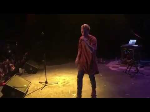 "Aaron Carter ""Fool's Gold(Remix)"" Live"