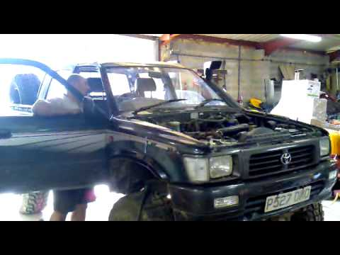 toyota hilux 2.8 with turbo very first start.