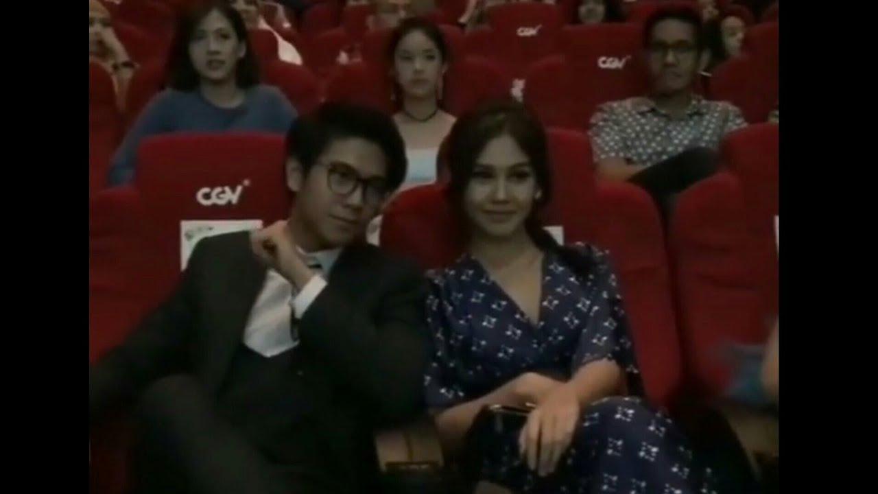 Nonton bareng pemeran Dilan 1990 - YouTube