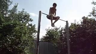 Турник.Трюки на турнике [Первое видео](2 месяца тренировок., 2011-08-24T17:01:10.000Z)