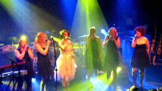 Mä haluun naimisiin, a cappella -versio / Maija Vilkkumaa ja Viisi / Tavastia, Helsinki /2011-08-19