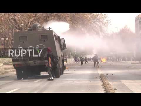 Chile: Water cannons and tear gas unleashed as students protest in Santiago