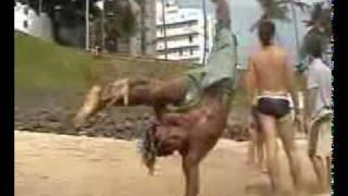 Capoeira: Este deve ser parente do Besouro. thumbnail