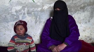 أخبار عربية - أسرة سورية تعيش في كتيبة عسكرية قصفت منزلها في درعا