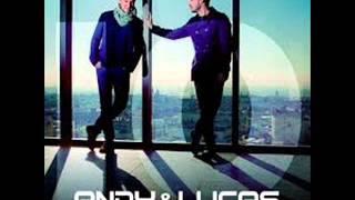 08 besos - Andy y Lucas.