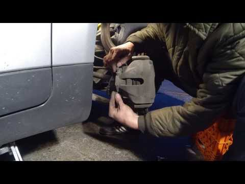 Audi a6 rear brake pads replacement with epb doovi for Garage audi pau