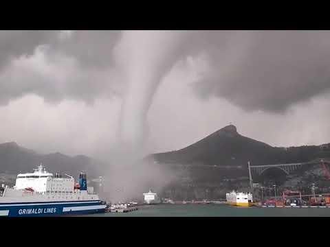 Nave investita da tromba marina nel porto di Salerno video Ship2Shore