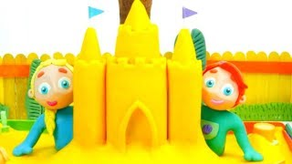 FROZEN ELSA & ARIEL MAKE A SAND CASTLE ❤ Kids Cartoons with Superhero Babies & Frozen Elsa
