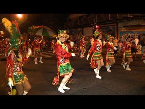La murga porteña llegó al barrio de San Telmo a pura música, baile y color