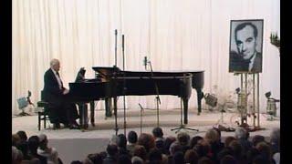 Sviatoslav Richter plays Haydn Piano Sonata no. 33, Hob. XVI:20  - video 1991